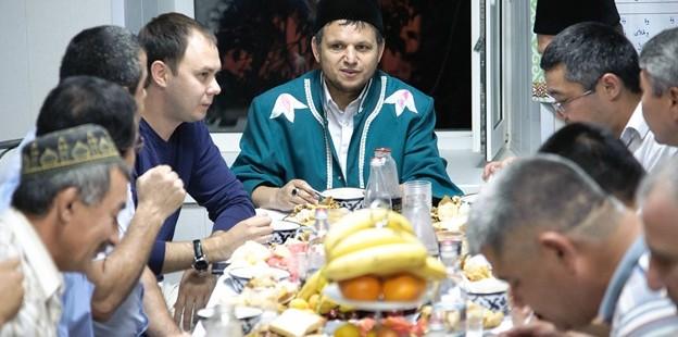 Торжественный ужин председателя ДУМОо с главами национальных общин Оренбуржья