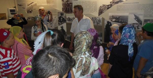 Ребята из детских летних мусульманских лагерей Оренбурга посетили музей «Воинов афганцев»