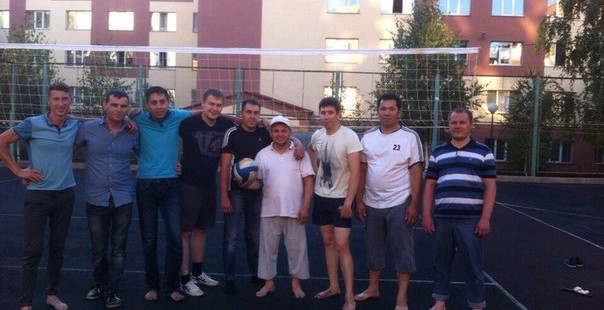 Ребята из союза мусульманской молодежи Оренбуржья сыграли в волейбол с председателем ДУМОо