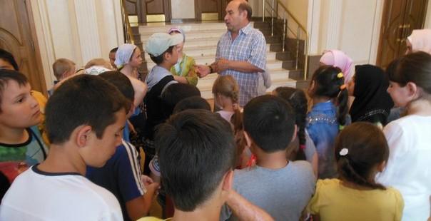 Посещение ребятами Оренбургского Государственного Татарского Драматического театра им. М. Файзи